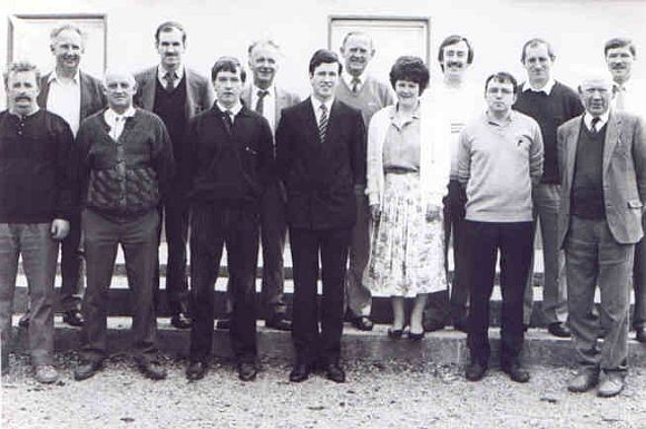 Oifigí Club Sheáin Uí Eislin in the Club's Centenary Year 1989